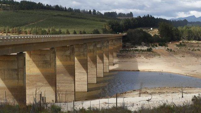 El nivel de agua en la presa de Theewaterskloof, la principal proveedora de Ciudad del Cabo, es crítico.