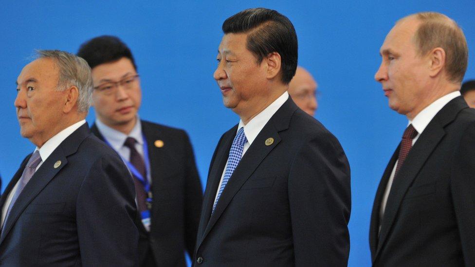 Nursultán Nazarbáyev, Xi Jinping, presidente de China, y Vladimir Putin, de Rusia.
