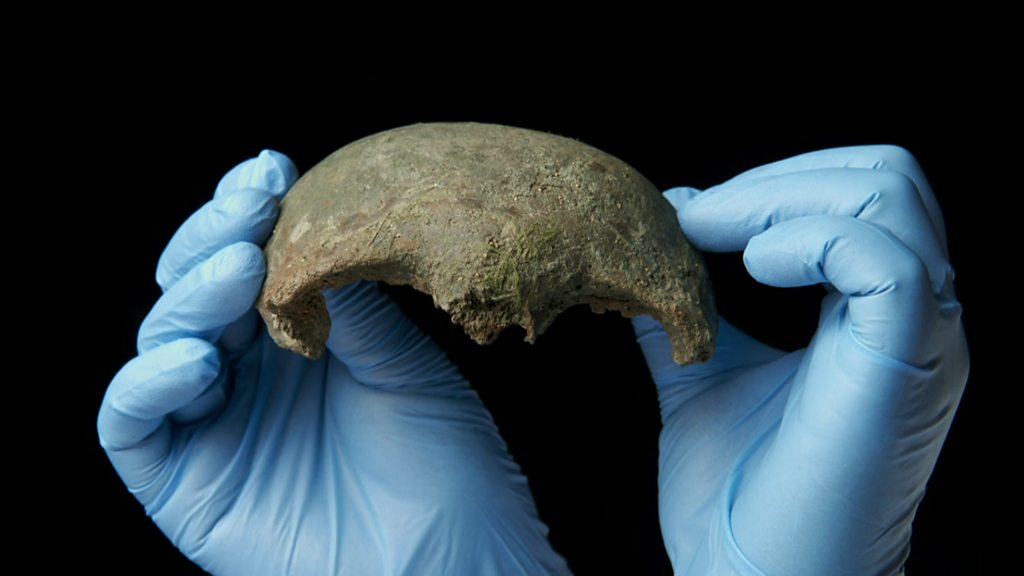 Ancient human skull discovered in River Thames