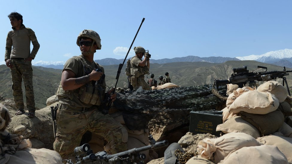 Tropas de EE.UU. y Afganistán combaten a EI en Nangarhar.