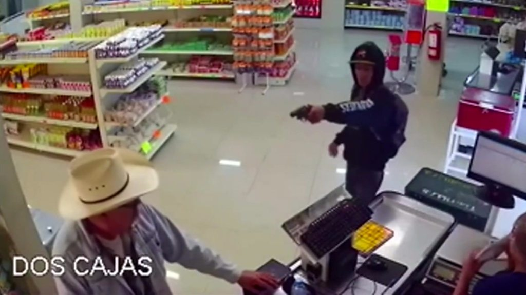 Mexican 'cowboy' stops armed robbery in Monterrey, Mexico