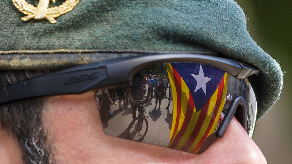 Catalonia referendum: Madrid moves to take over local policing