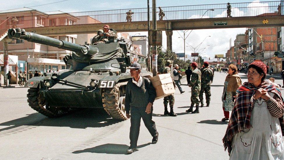 Tanques en las calles de Bolivia en 2003.