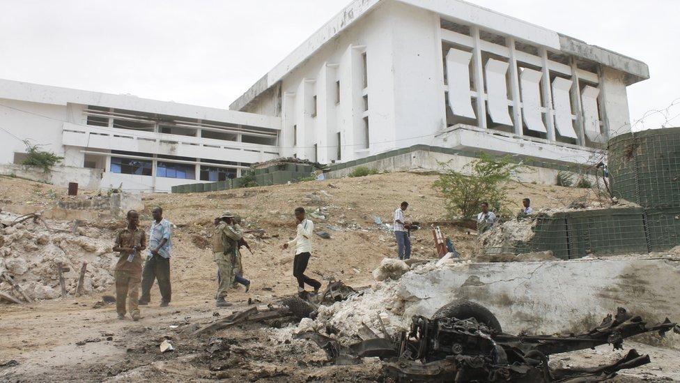 El Parlamento somalí, durante la guerra civil en el país africano.