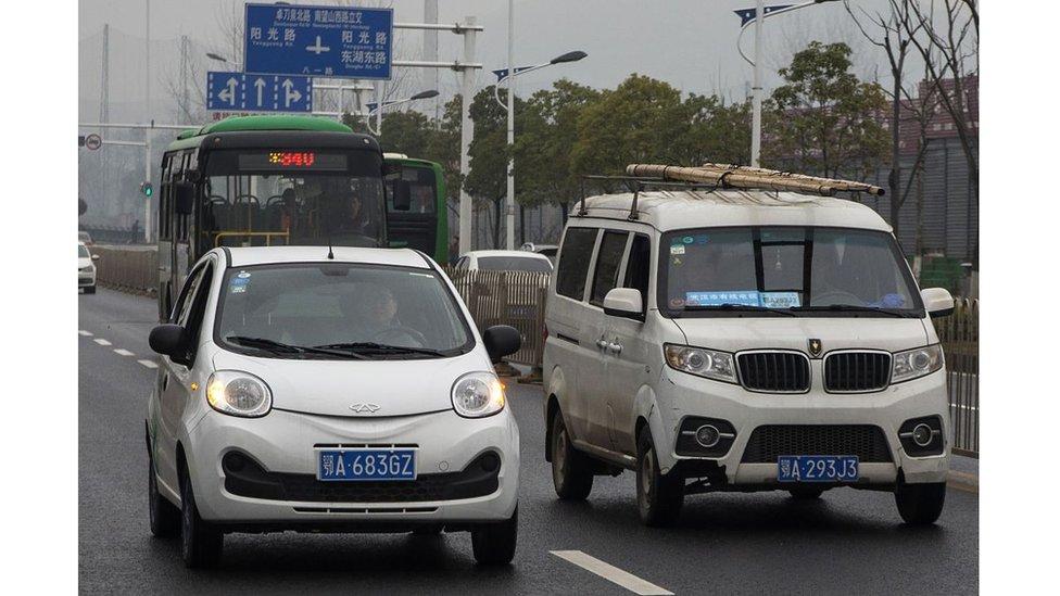 Los conductores chinos adquirieron más de medio millón de autos eléctricos e híbridos en 2016.