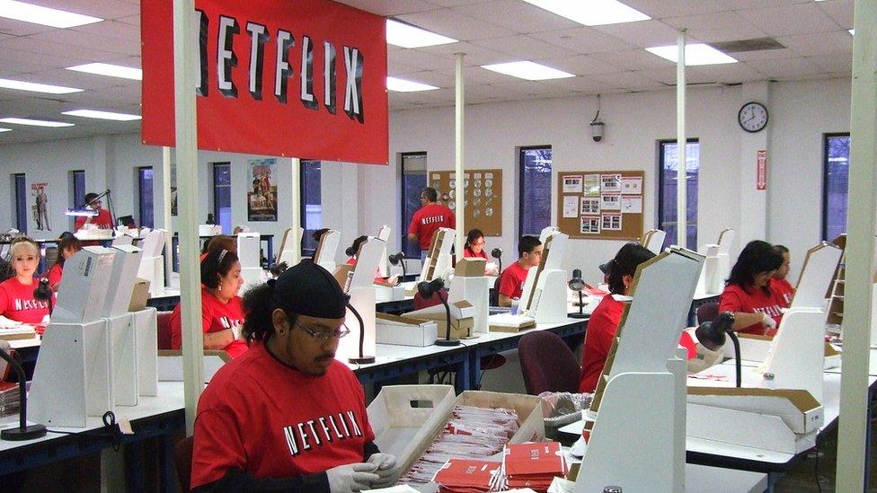 Netflix inició su camino empresarial en 1997 distribuyendo DVDs.