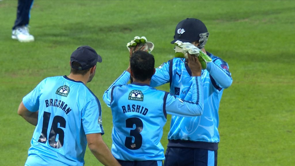 T20 Blast: Adil Rashid spins Yorkshire to comfortable win over Durham