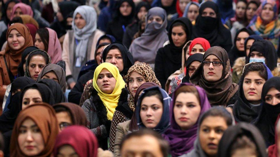 د افغانستان ملکي خدمتونو کې ۹۰ زره ښځې کار کوي