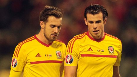 Aaron Ramsey and Gareth Bale chat during a Wales match