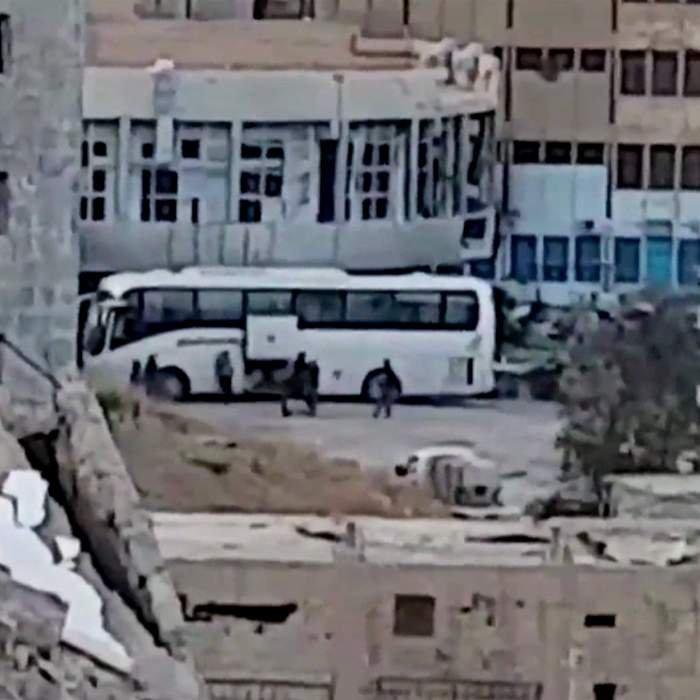 Combatientes de EI preparándose para dejar Raqqa.