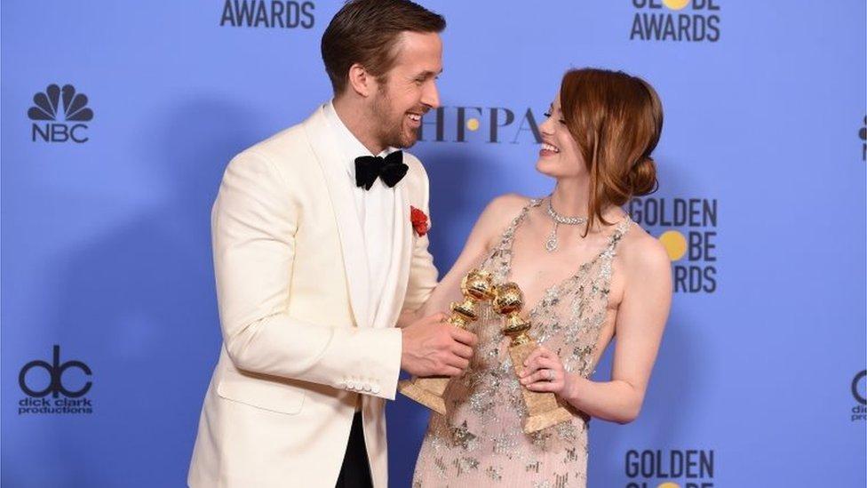 ريان غوسلنغ وإيما ستون، الفائزان بجائزة غولدن غلوب لأفضل أداء لعام 2017 نجما فيلم
