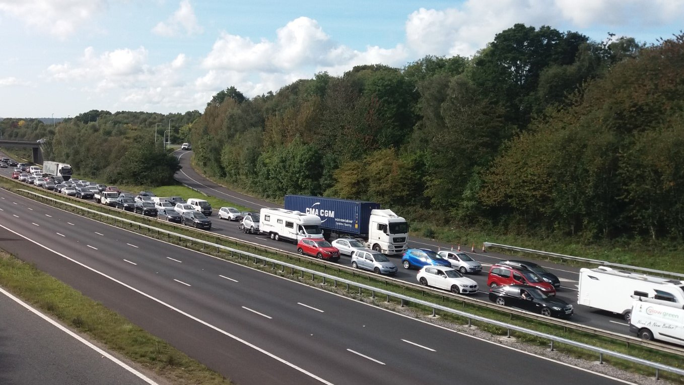 M3 Winchester closed: Thousands of drivers hit by delays