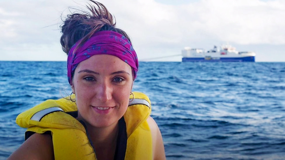 Greenpeace activist swam in front of 21,000 tonne oil ship