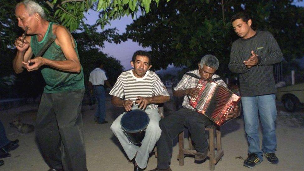 Una banda de vallenatos en Colombia