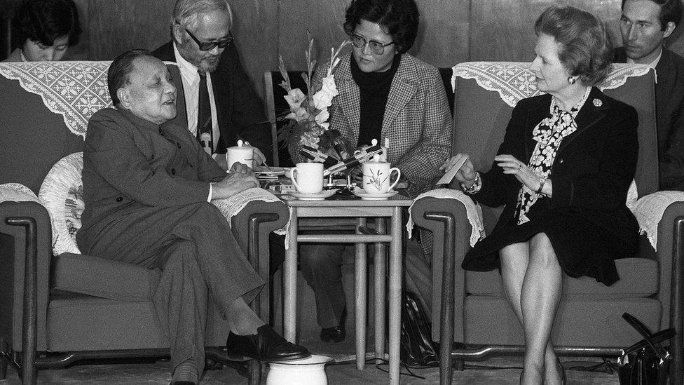 鄧小平與撒切爾夫人在人民大會堂會談(19/12/1984)