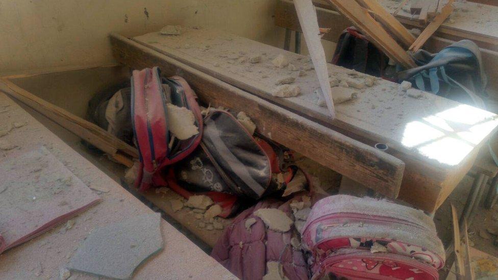مدرسة تعرضت للقصف غربي حلب