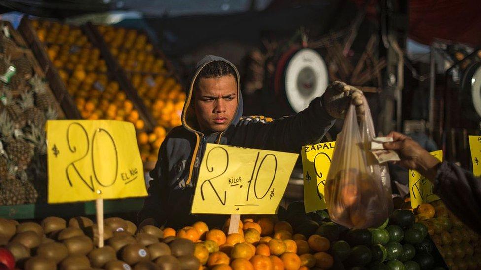 Argentina mejoró respecto al año anterior, pero sigue con una inflación de 22%.