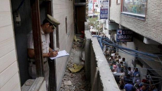 'خونړی کور': ولې هند کې د یوې کورنۍ ۱۱ غړي زندۍ شول؟