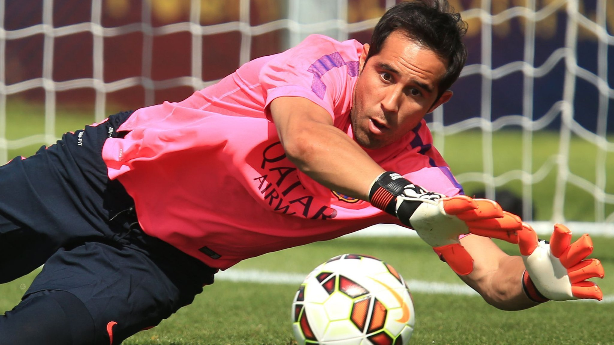 Claudio Bravo: Manchester City sign £15.4m Chile goalkeeper from Barcelona
