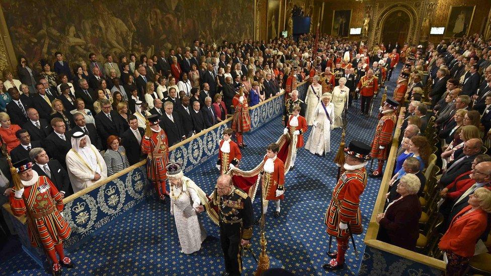 La reina Isabel II durante la Apertura de sesiones Parlamento británico.