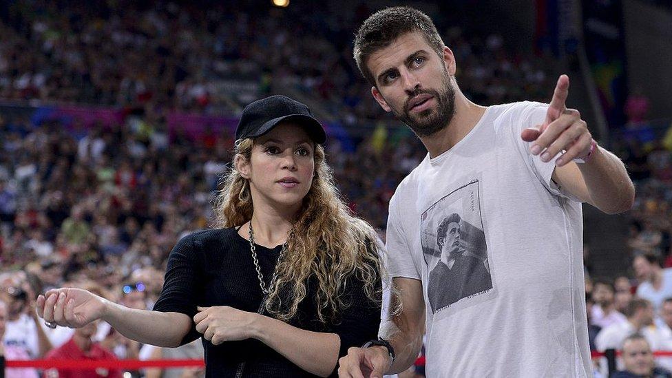 Shakira vive en Barcelona con su pareja, el futbolista Piqué, y sus dos hijos, pero según los documentos filtrados su domicilio está en Bahamas.