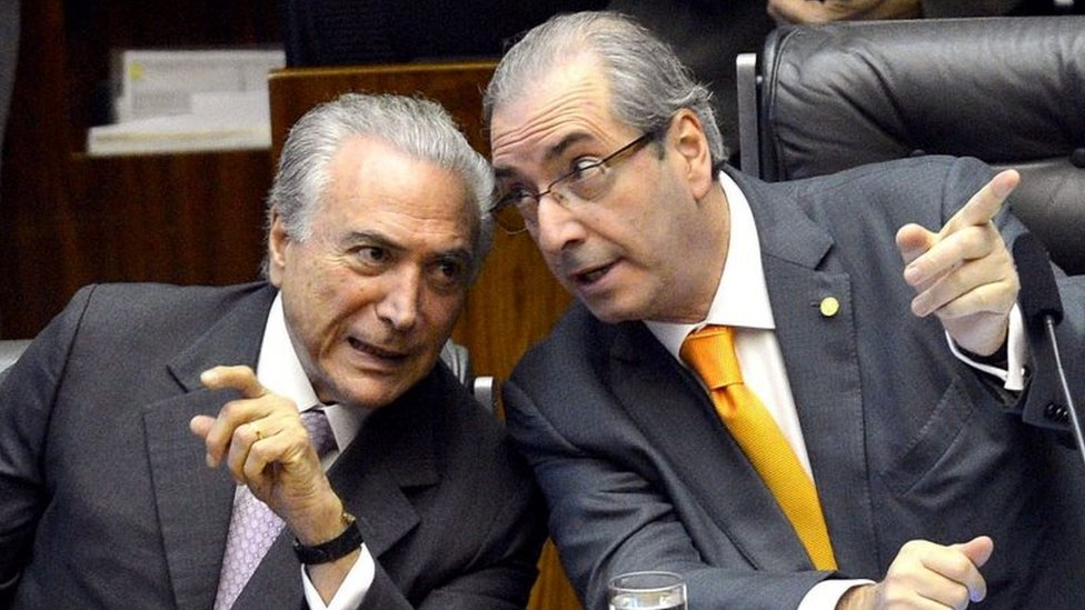 الرئيس البرازيلي ميشيل تامر (على اليسار) مع السياسي إدواردو كونها (على اليمين)، في نوفمبر/ تشرين ثان عام 2015