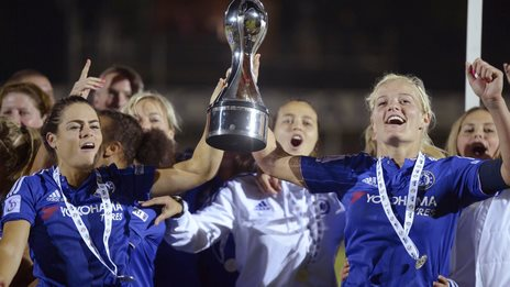 Claire Raffety (left) and Katie Chapman lift the WSL 1 trophy