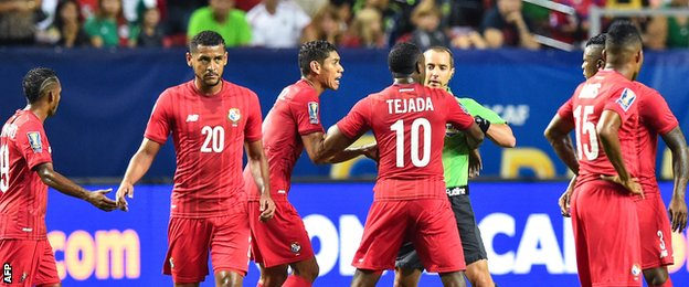 Luis Tejada is sent off