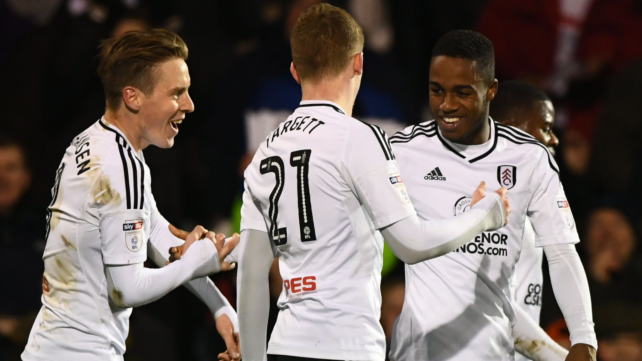 Fulham consolidate play-off place with win over leaders Wolves