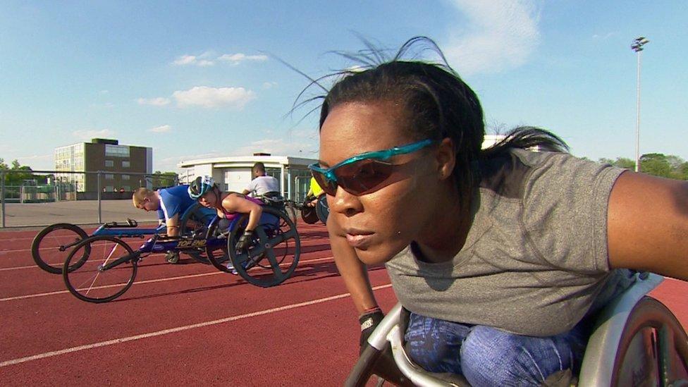 """La atleta paralímpica británica Anne Wafula-Strike describe la experiencia de orinarse encima en el tren como """"una de las más humillantes de su vida""""."""