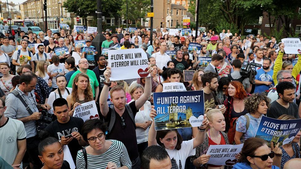 Vigilia frente la mezquita central de Finsbury Park