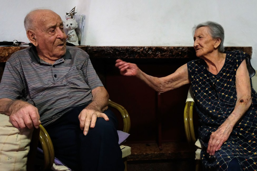 Antonio Vassallo y su mujer Amina Fedollo en su casa de Acciaroli, en el sur de Italia, el 23 de agosto de 2016. (Foto: Mario Laporta)
