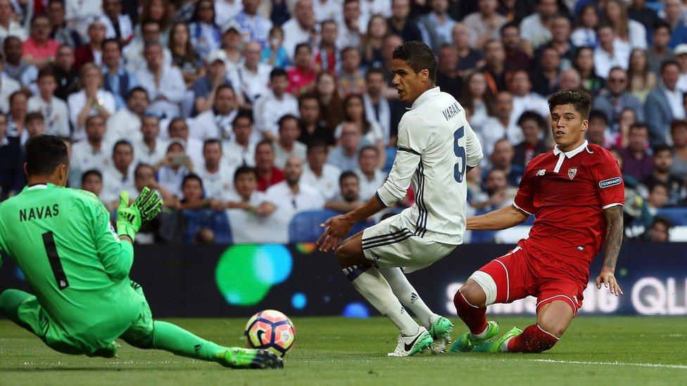 Keylor Navas contra el Sevilla