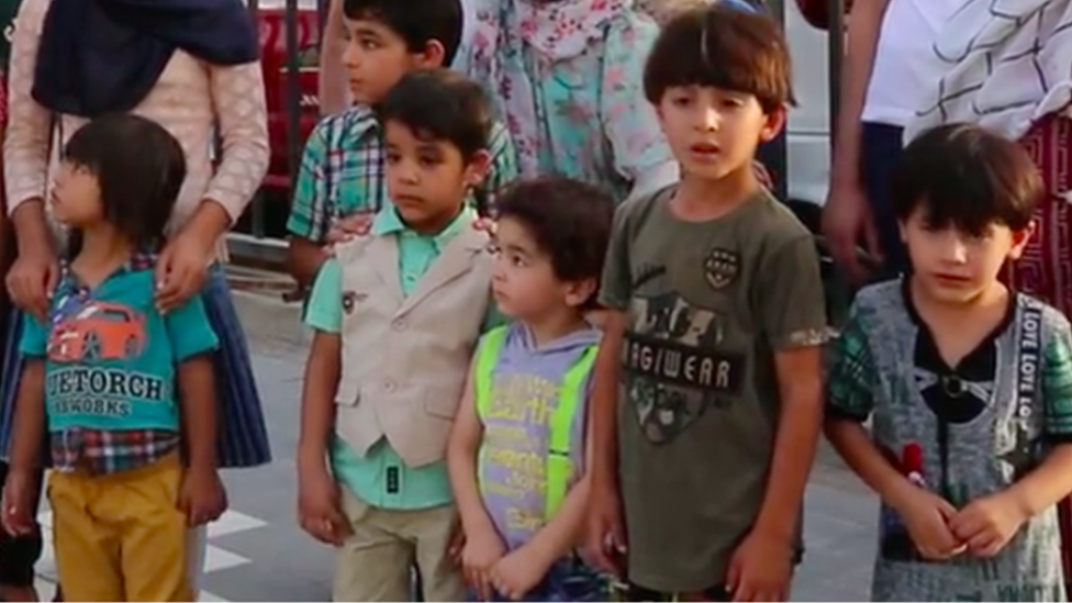 Baghdad mall sorry for turning away orphans at Eid | BBC