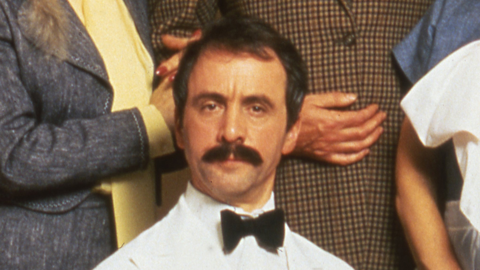 Andrew Sachs: Fawlty Towers' Manuel dies aged 86