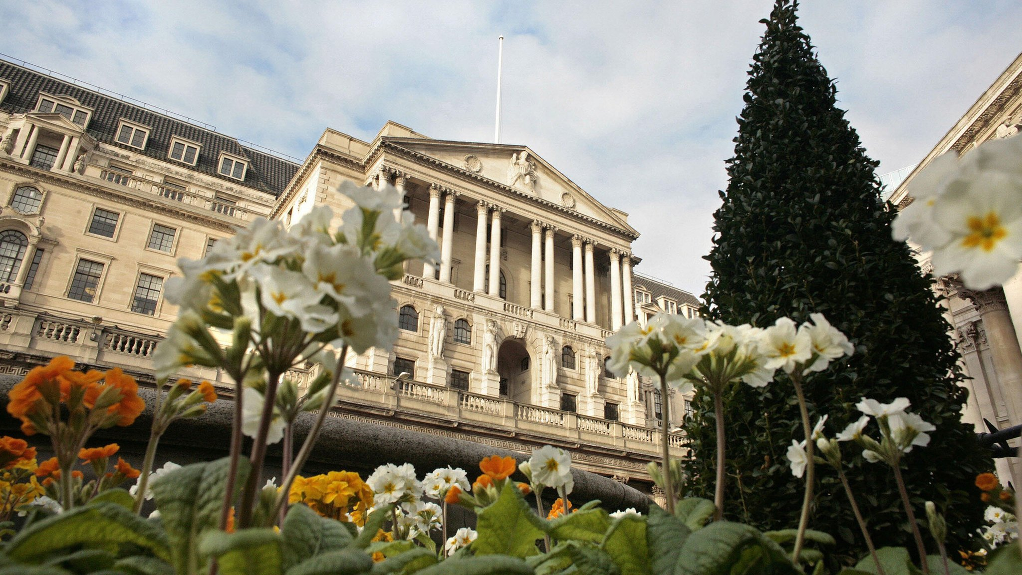 Bank vote hints at interest rate rise in May