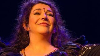 BBC News - Kate Bush recalls the 'terror' of her 2014 live shows