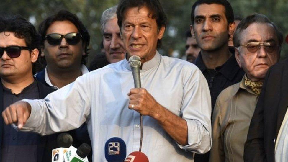عمران خان د حکومت ضد لاريون لغوه کړی