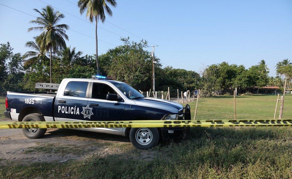 La policía investiga la matanza del 7 de enero en Tecomán.