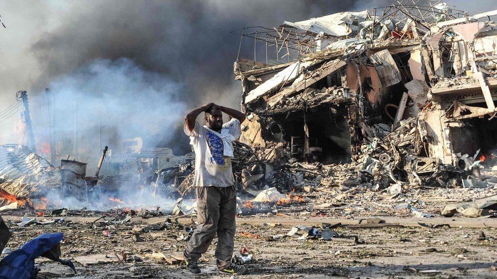 Внаслідок вибуху біля готелю в Могадішо загинули 85 людей