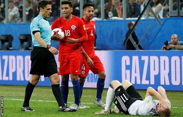 اللاعب الألماني تيمو فيرنر على الأرض