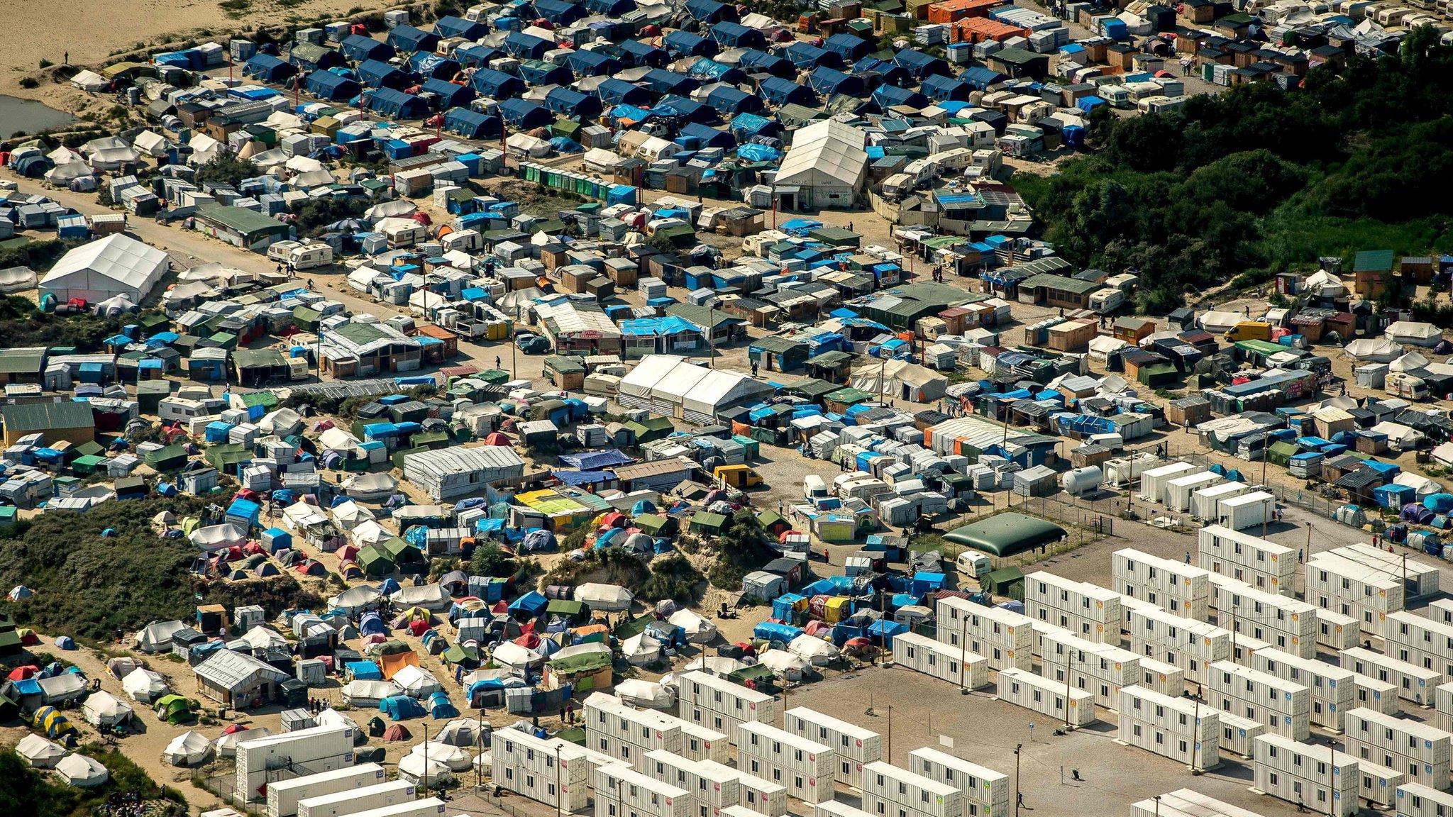 Calais migrants: Hollande sets out plan to close Jungle camp