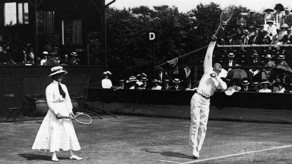 Partido de dobles mixto de principios del siglo XX