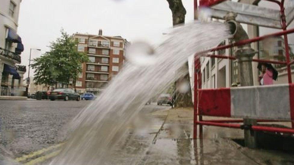 تحصل لندن على المياه التي تحتاجها من نهر تايمز ونهر لي.