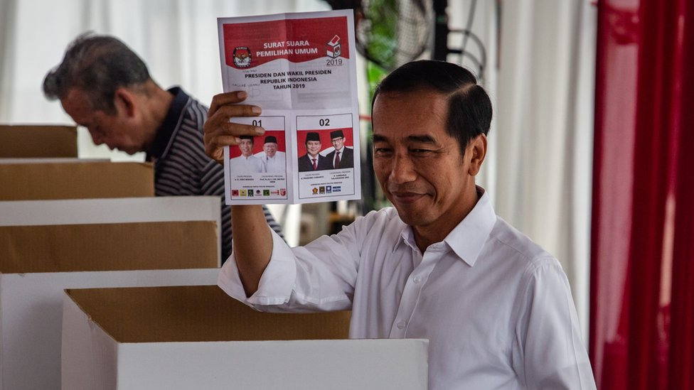 Indonesia election: Widodo declares victory amid dispute