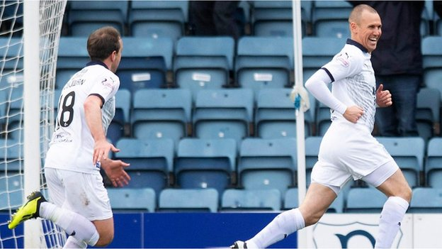 Watch: 10-man Dundee hold Rangers to a draw