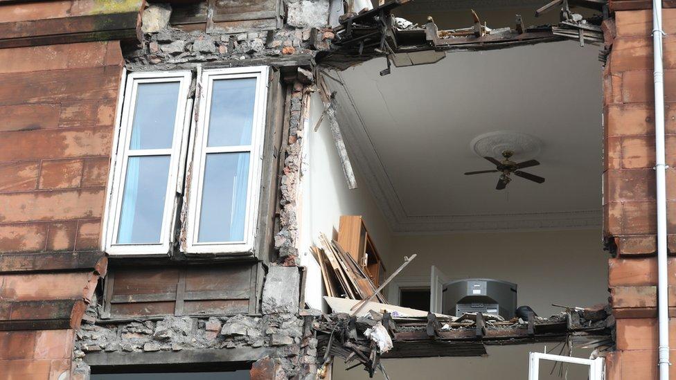 واجهة عمارة سكنية في غلاسكو بصدد الهدم