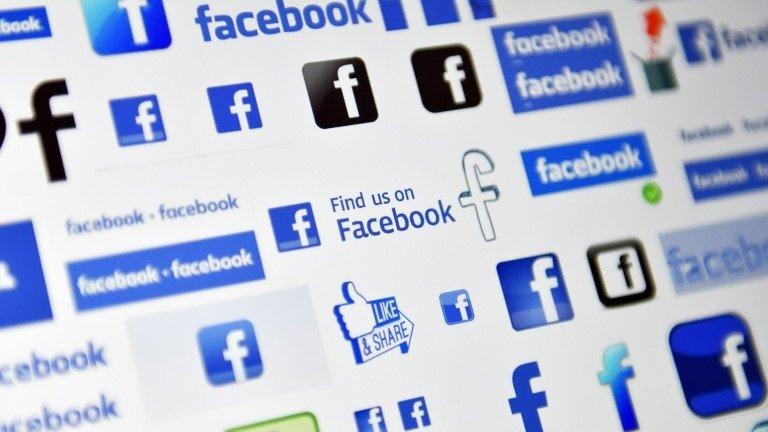 Facebook under fire in escalating data row