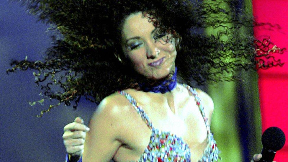 Ender también se hizo conocida en Panamá como cantante.