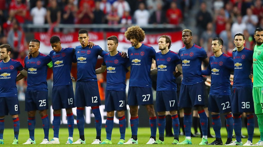 Man Utd & Ajax pay tribute to Manchester attack victims